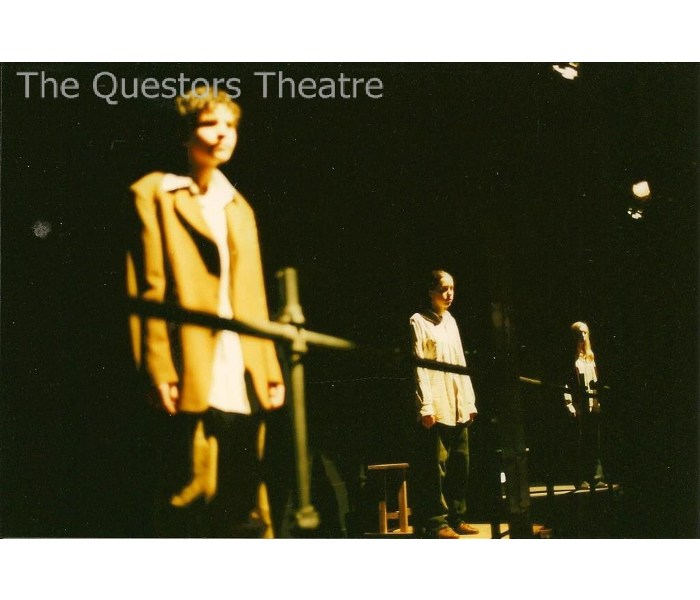 Jim Burke Ford >> The Questors Theatre Archive: The Chrysalids 2003